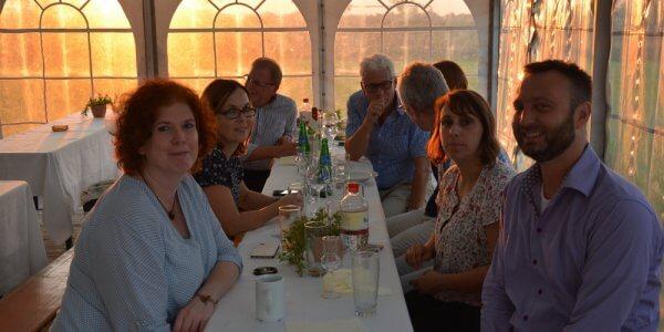 Katja, G, Jana, Nina, T am Tisch © CHG